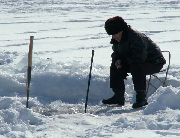 пешня на льду