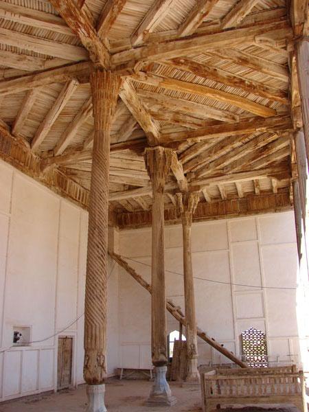 Колонны в мечети. В середине - хлопковая колонна  [Долгий В.]