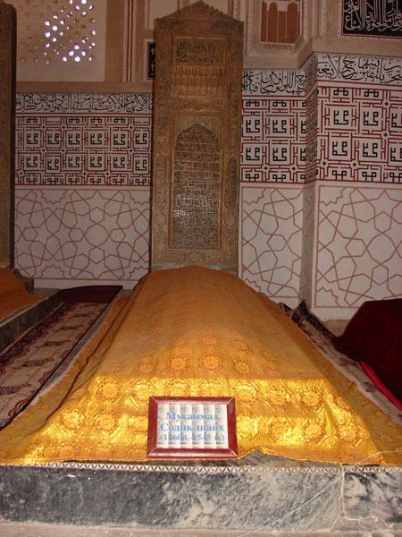Внутри мавзолея. Надгробие шейха.  [Долгий В.]