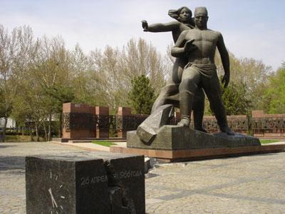 Монумент Мужества [Долгая Г.]