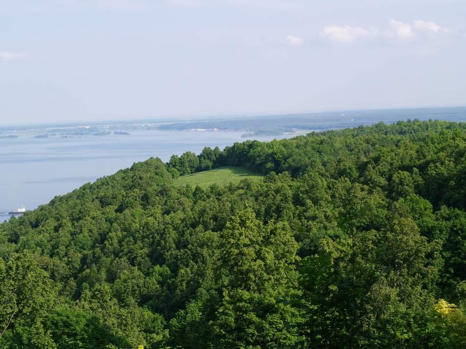 Вид с Камского Устья (Долгая Поляна) на Болгарский берег.